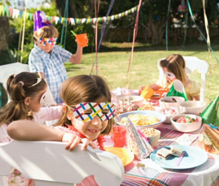 Repas à la cantine et goûters d'anniversaire